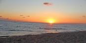 Wo es solche Sonnenuntergänge über dem Atlantik gibt, ist es egal, wie das Ufer bebaut ist... Foto: Eurojournalist(e)
