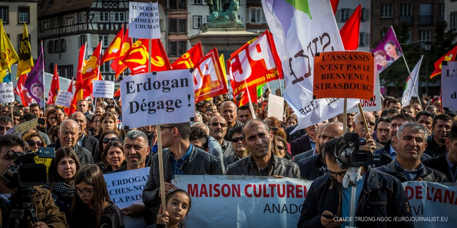Mais il y avait aussi ceux qui protestaient contre la venue du président turc... Foto: Claude Truong-Ngoc / Eurojournalist(e)
