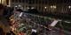 Berlin, Pariser Platz - les gens déposent des fleurs et des messages de solidarité devant l'Ambassade de France. Foto: Sandro Schroeder, Brême, Allemagne / Wikimedia Commons / CC-BY 2.0