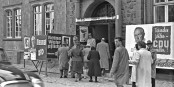 En 1957, lorsque les élections se passaient encore en noir et blanc, les gens rêvaient d'Europe. Un rêve qui aura été déçu. Foto: KKB / Wikimedia Commons / CC-BY-SA 4.0int