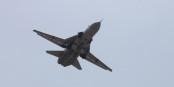 Ein solches russisches Flugzeug vom Typ SU-24 wurde gestern über Syrien abgeschossen. Und wir müssen aufpassen, dass der Syrien-Konflikt nicht zum Weltkrieg ausartet. Foto: Mil.ru / Wikimedia Commons / CC-BY-SA 4.0int