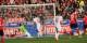 68e minute - Immanuel Höhn surgit au deuxième poteau et marque le 3-0 pour le SC Freiburg. Foto: Eurojournalist(e)