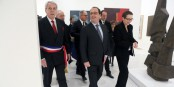 Entspannte Atmosphäre bei der Wiedereröffnung des Museums Unterlinden in Colmar - der Colmarer OB Gilbert Meyer und Präsident Hollande. Foto: (c) Présidence de la République / M. Etchegoyen