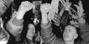 On pensait toujours qu'il était facile de reconnaître les néonazis ? Foto: Bundesarchiv, Bild 193-1990-0115-032, Kluge, Wolfgang / Wikimedia Commons / CC-BY-SA 3.0