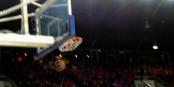 Beim Basketball muss das Runde ins Runde, wie bei diesem Dreier von Louis Campbell. Foto: Michael Magercord