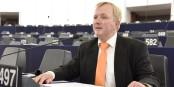 """Arne Gericke von der """"Familien-Partei"""" plädiert für ein europaweites Alarmsystem zum Auffinden entführter Kinder. Foto: Familien-Partei"""