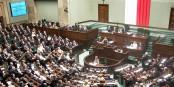 """Le parlement polonais, le """"Sejm"""", casse actuellement peu à peu tous les piliers d'une démocratie qui fonctionne. Foto: Piotr VaGla Waglowski / Wikimedia Commons / CC-BY-SA 3.0"""