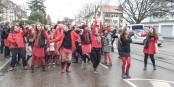Mit einer Tanz-Demonstration protestierten rund einhundert Menschen am Valentinstag in Freiburg-Littenweiler gegen Gewalt an Frauen und Mädchen. Foto: Bicker.
