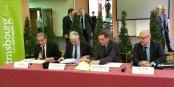 Roland Ries, Pierre-René Lemas und Robert Herrmann bei der Unterzeichnung des richtungsweisenden Abkommens. Foto: Eurojournalist(e)