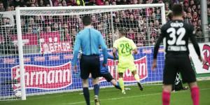 A la 27e minute, l'international serbe Nikola Djurdjic (no. 28) n'avait plus qu'à pousser le ballon dans le but fribourgeois - le début de la fin... Foto: Eurojournalist(e)