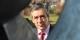 Der ehemalige französische Ministerpräsident François Fillon bewunderte gestern in Pulversheim ein Werkstück. Unaufgeregter Wahlkampf in nett. Foto: Eurojournalist(e)