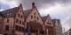 De sombres nuages s'amassent au-dessus de la mairie de Frankfurt - la montée de l'extrême-droite a fait tomber la coalition SPD-Verts au pouvoir dans la métropole. Foto: Zairon / Wikimedia Commons / CC0