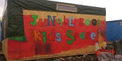 """Im """"Dschungel"""" von Calais hatten die Flüchtlinge versucht, irgendwie ihr Leben zu organisieren. Die französische Antwort - Tränengas und Schlagstöcke. Foto: K ulbert / Wikimedia Commons / CC-BY-SA 4.0int"""