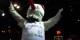 Da jubelt auch das Maskottchen der SIG - die Basketballer aus Strassburg haben das Viertelfinale im Eurocup erreicht! Foto: Michael Magercord