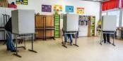 Blech vorm Kopf: Wahllokal in Freiburg am Sonntagmittag. Foto: Arne Bicker