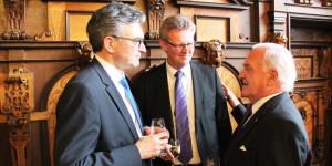 Gelebte deutsch-französische Freundschaft - Freiburgs OB Dieter Salomon, Jubilar Ulrich von Kirchbach, der Präsident der FEFA Jean-Georges Mandon. Foto: Eurojournalist(e)
