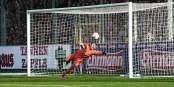 23e minute du match SC Freiburg - MSV Duisburg. Le coup franc de Vincenzo Grifo fait mouche... Foto: Eurojournalist(e)