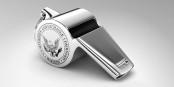 Statt diejenigen anzuklagen, die uns über üble Machenschaften informieren, sollten wir lieber die Verbrecher in Anzug und Krawatte vor Gericht stellen... Foto: US SEC Office of the Whistleblower / Wikimedia Commons / PD