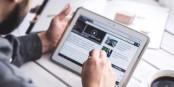 """Einkaufen mit Tablet und Smartphone nennt man jetzt """"m-Commerce"""". Und Tipps dazu gibt es auch. Foto: (c) ZEV"""