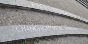 """Avec l'accent et tout - mais la solidarité internationale se fiche de petites erreurs d'orthographe... """"Nuit debout"""" à Berlin. Foto: Billy Margueron"""