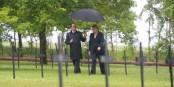 François Hollande et Angela Merkel montrent que les relations entre nos deux pays sont harmonieuses. Maintenant, il s'agira de sauver l'Europe. Foto: (c) Présidence de la République / F. Lafite / N. Bauer