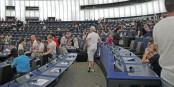 Das hat sicher viel Spaß gemacht - einmal auf den bequemen Abgeordnetenstühlen sitzen. Dann ist Europa ja auf einem richtigen Weg... Foto: Eurojournalist(e)