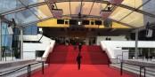 A huit heures du matin, les vedettes ne sont pas encore sur le tapis rouge ; les journalistes, eux, oui... Foto: Nicolas Colle