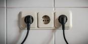Wie viel weniger Strom könnten wir aus unseren Steckdosen saugen? Foto: Bicker