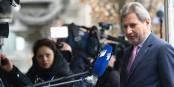 """L'existence de """"listes noires"""" relevée par le Commissaire Johannes Hahn a été confirmé par le vice-premier turc Simsek. Ce qui donne à réfléchir. Foto: European People's Party / Wikimedia Commons / CC-BY 2.0"""