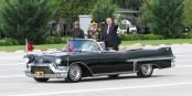 Debout dans la voiture, accompagné de militaires, bras tendu - à quel dictateur fait penser Erdogan ?... Foto: Ex13 / Wikimedia Commons / CC-BY-SA 4.0int