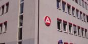 Là où vous voyez ce sigle, vous avez une chance de trouver un poste outre-Rhin... Foto: Immanuel Giel / Wikimedia Commons / PD