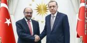 """Ein Zeichen der """"Hochachtung"""" - entgegen der Gepflogenheiten fehlt beim offiziellen Besuch von Martin Schulz die europäische Flagge... Foto: (c) European Union 2016 - Source EP"""