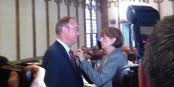 Gérard Foussier reçoit le Bundesverdienstkreuz des mains du maire de Cologne, Henriette Reker. Foto: privée