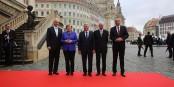 L'image trompe - Tillich, Merkel, Gauck, Lammert et Vosskuhle ne pouvaient pas faire 300 m à travers une foule surexcitée. Foto: Sandro Halank / Wikimedia Commons / CC-BY-SA 3.0