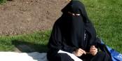 Le port du niqab et de la burqa dans les lieux publics sera interdit aussi aux Pays-bas. Foto: Khadr Family / Wikimedia Commons / CC-BY-SA 3.0