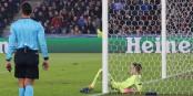Frustration chez le gardien bâlois Vaclik - à la fin, le FC Bâle s'incline 1-2 contre le PSG. Foto: Phil Bergdolt / LAFA