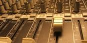 """Das """"BLUESCLUBRADIO"""" beim freien Radio Dreyeckland (UKW 102,3 in Freiburg) spielt in seiner letzten Ausgabe 2016 nur Lovesongs. Foto: Bicker"""