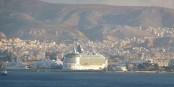 Der Hafen von Piräus wird noch Gewinne ab. Aber er gehört zur Hälfte der chinesischen COSCO. Foto: giggel / Wikimedia Commons / CC-BY-SA 3.0