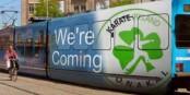 Ce tram annonçant le Challenge Europe Cup à Strasbourg ne circule pas à Strasbourg, mais à - Dublin... Foto: Pierre Rudy