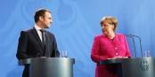 Da lag schon etwas Zärtliches im Blick von Angela Merkel... Foto: (c) Présidence de la République / N. Bauer