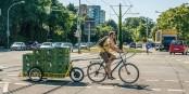"""Die Firma """"Carla Cargo"""" hat einen elektronisch unterstützten Schwerlastanhänger für Fahrräder entwickelt, der bis zu 150 kg Ladung transportieren kann. Foto: badenova"""