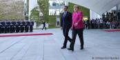 Les réformes européennes passent par ces deux-là. Mais est-ce que Angela Merkel sera à la hauteur de la mission ? Foto: (c) Présidence de la République / N. Bauer