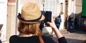 Utiliser son smartphone à l'étranger devient moins cher aujourd'hui. Foto: François GOGLINS / Wikimedia Commons / CC-BY-SA 4.0int
