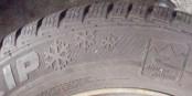 Dans pas longtemps, seuls les pneus hivers portant ce sigle (flocons de neige et écrito 'alpine') seront autorisés.  Foto: Nerijp / Wikimedia Commons / CC-BY-SA 3.0