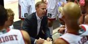 Schafft es Coach Vincent Collet, seine Spieler für die ganze Spieldauer richtig einzustellen? Foto: SIG / P. Gigon