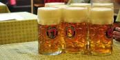 Naja, unterm Strich bleibt, dass man in Tschechien, Deutschland und Österreich ganz schön viel Bier trinkt. Foto: Christian Benseler / Wikimedia Commons / CC-BY 2.0