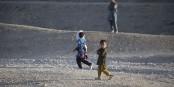 Und was machen wir mit ihm? Totbomben? Im Mittelmeer ertränken? Auf dem Sklavenmarkt verkaufen? Egal, Hauptsache, er kommt nicht zu uns. Foto: SPC Amber Stephens / Wikimedia Commons / PD