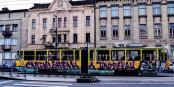 Bunte Tram in der Hauptstadt der Europäischen Jugend 2015 Cluj (Rumänien). Foto: Transylvania Hostel, Cluj, Romania