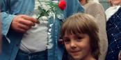 Jacek Kuron, le grand syndicaliste démocrate, accompagné d'un enfant, en 1991 : l'espoir Foto: Stiopa / Wikimédia Commons / CC-BY-SA 4.0int