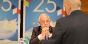 Alain Lamassoure interrogé par le rédacteur en chef d'eurojournalist(e) lors de la conférence au Parlement Européen. Foto: ZEV